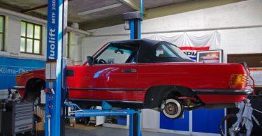 Auto in Werkstatt